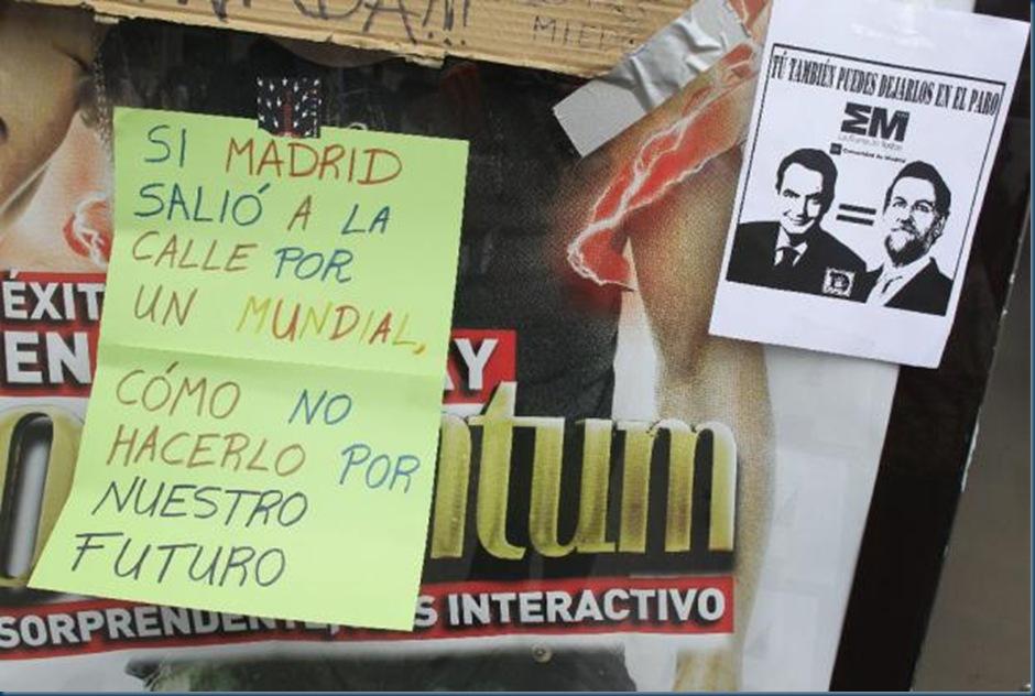 Carteles_15-M_Puerta_Sol