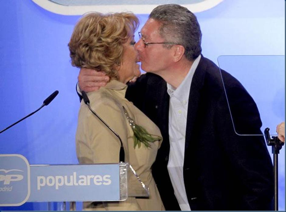 Alberto-Ruiz-Gallardon-Esperanza-Aguirre-besan-iniciar-campana